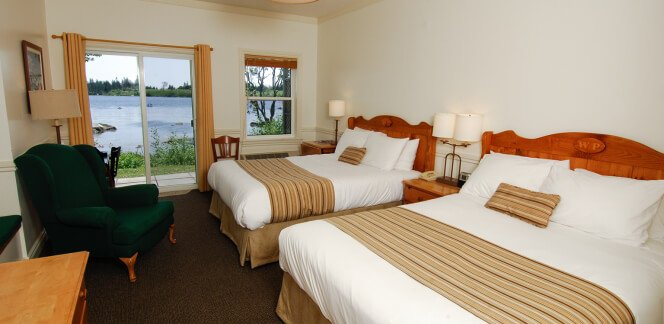 Lakeside Retreat: Guest Rooms